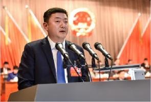 1月5日,区十七届人大一次会议上,代区长祁豫玮代表政府向大会报告工作