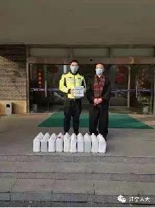 响应倡议:区人大代表孙锦平第一时间捐赠口罩和消毒液